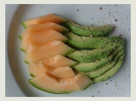 Breakfast #avocado #cantaloupe #nätmelon #vitamins #vitamiinit #vitaminer #healthyeating #wellness #mylifemyway #mychoice #lchf #lchfforlife #lowcarb #cleanfood #ketolife #keto #karppi #ketogeniclifestyle #sockerfritt #suolistokuntoon #superfood #lchffrukost #mylifemyway Happy Monday everyone  by elixir_wife
