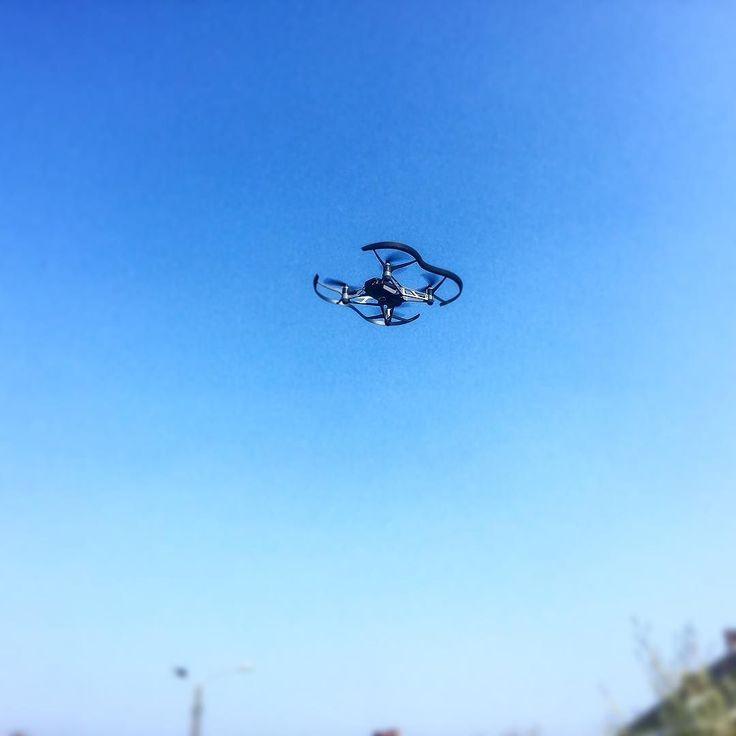 Drones Time #drones #dronestagram #dronesetc #droneslife #dronesarefun #geek #tech #techlover #geekstagram #nerd #gardenparty #garden #skye #bluesky #summer #spring #dronesohard #drony #dronestime #so2017
