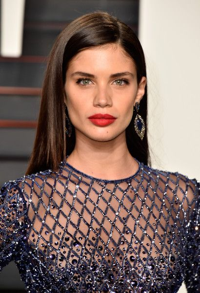 Sara Sampaio Photos Photos - Model Sara Sampaio attends the 2016 Vanity Fair Oscar Party Hosted By Graydon Carter at the Wallis Annenberg Center for the Performing Arts on February 28, 2016 in Beverly Hills, California. - 2016 Vanity Fair Oscar Party Hosted By Graydon Carter - Arrivals