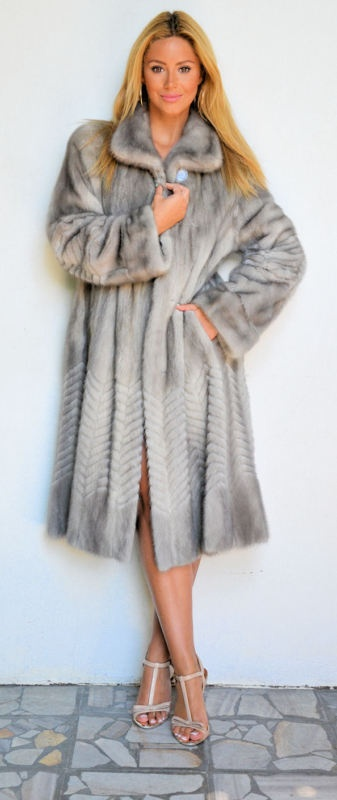 OUTLET ITALY SAPPHIRE MINK FUR COAT.