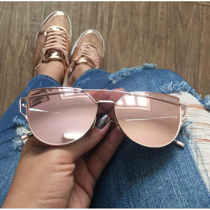 Óculos de sol fashion arredondado com lente espelhada rosê e detalhes em dourado | Francisca Joias - Francisca Joias