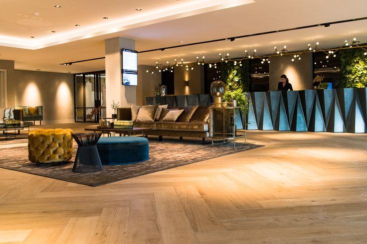 Geraffineerde luxe, gecombineerd met warmte en gezelligheid dankzij het mooie interieurontwerp en de zorgvuldig gekozen verlichtingsarmaturen van Maretti Lighting.