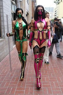 Magazines - The Charmer Pages : Adrianne Curry - In Mortal Combat Mileena Costume At Comic Con 2013