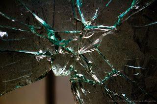 Sonhando, escrevendo e imaginando: Sombras na vidraça