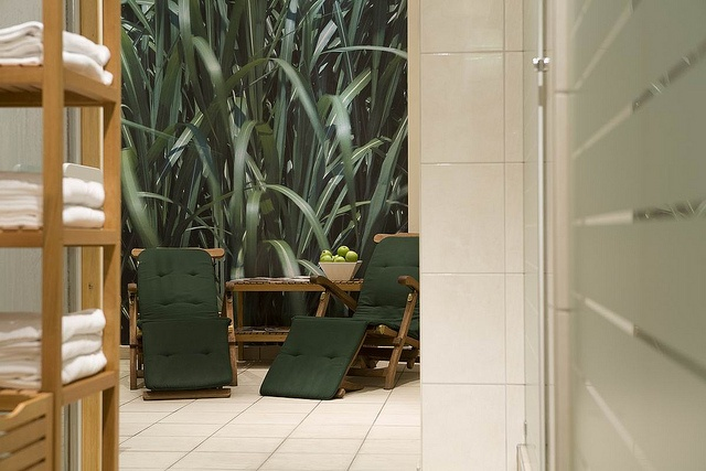 Fleming's Hotel Munchen-Schwabing offers its guests sauna, steam bath and solarium, modern fitness equipmen, as well as a massages in the rooms.     Enjoy this wonderful picture.  http://www.mensfitnessnews.net/upper-body-workout-s-to-do-at-home-video/