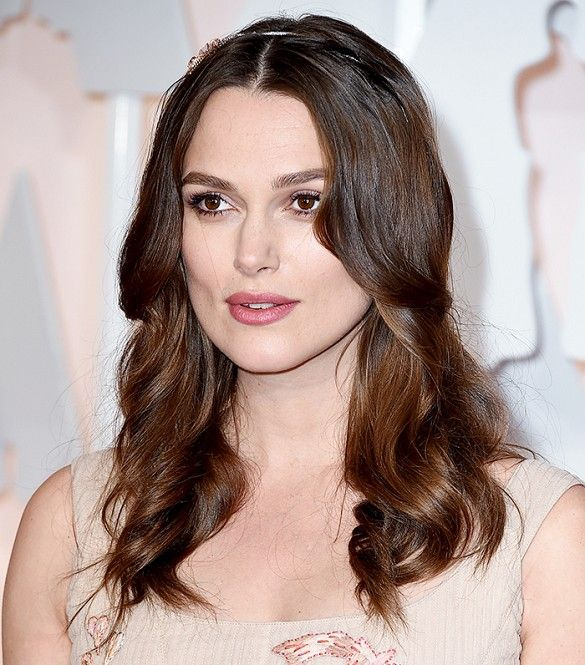 Keira Knightley's soft, loose waves and barely-there makeup at the 87th Oscars