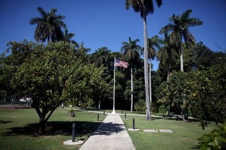 Por Daniel Trotta LA HABANA (Reuters) - La mansión en La Habana donde pasarán dos noches el presidente de Estados Unidos, Barack Obama, y su familia, sobrevivió a la guerra, la revolución y hasta una ocupación de Albania. Ahora, con los lazos diplomáticos restaurados entre Cuba y Estados Unidos y el