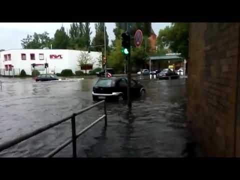 Berlin Flood- Street turns into rivers | Unwetter Berlin