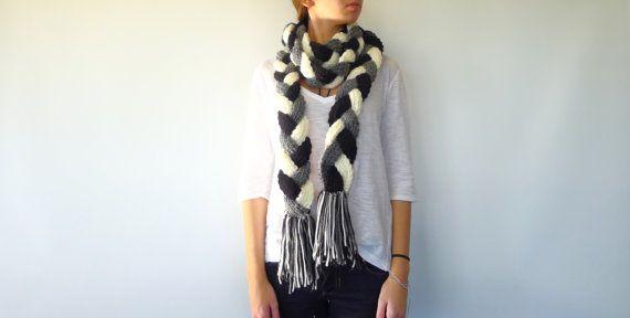 Bufanda de trenzas hecha a mano. Bufanda con flecos. Bufandas originales para mujer. Bufandas tejidas. Ideas para regalar para ella