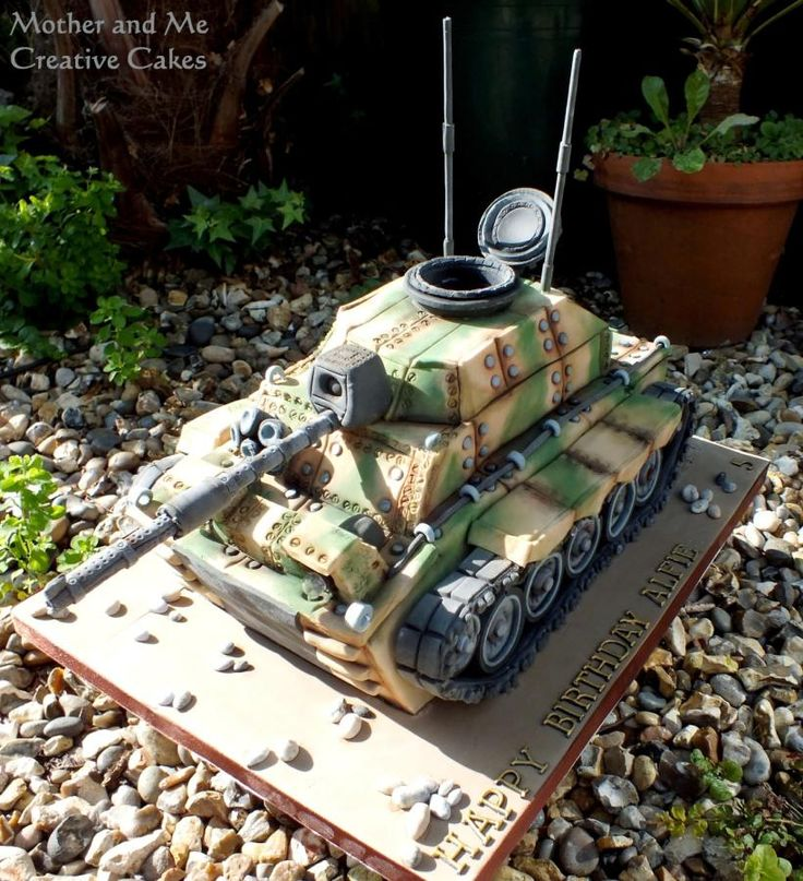 Army Tank - Cake by Mother and Me Creative Cakes