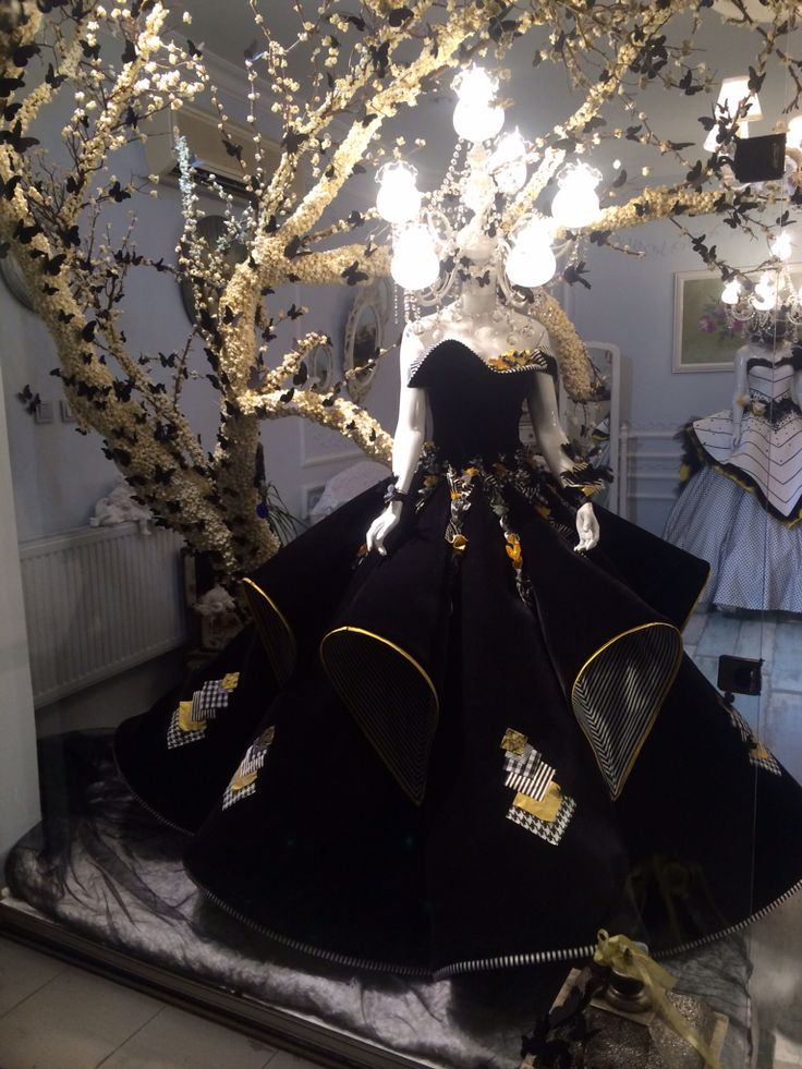 @muratacaratolye #couture #corsetry #fashion #fashiondesign #izmir #wedding #weddinggown #2015 #butterfly #black #whiteblack #illustration #style #atölye #weadingdress #makingof #handmade