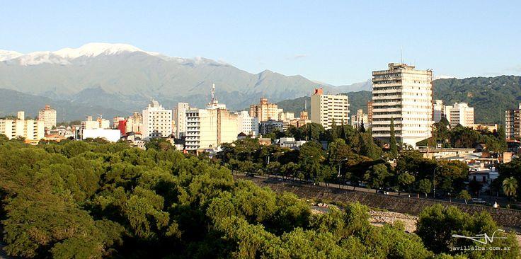 """Una mañana de febrero suena mi teléfono temprano y un amigo me dice """"¿Viste los cerros?"""". Así se veía entonces, desde mi ventana, el horizonte de San Salvador de Jujuy."""