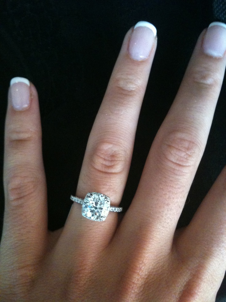 I normally find  Tacori rings hideous, yes hideous (too clunky for my liking). But this one feminine and dainty.