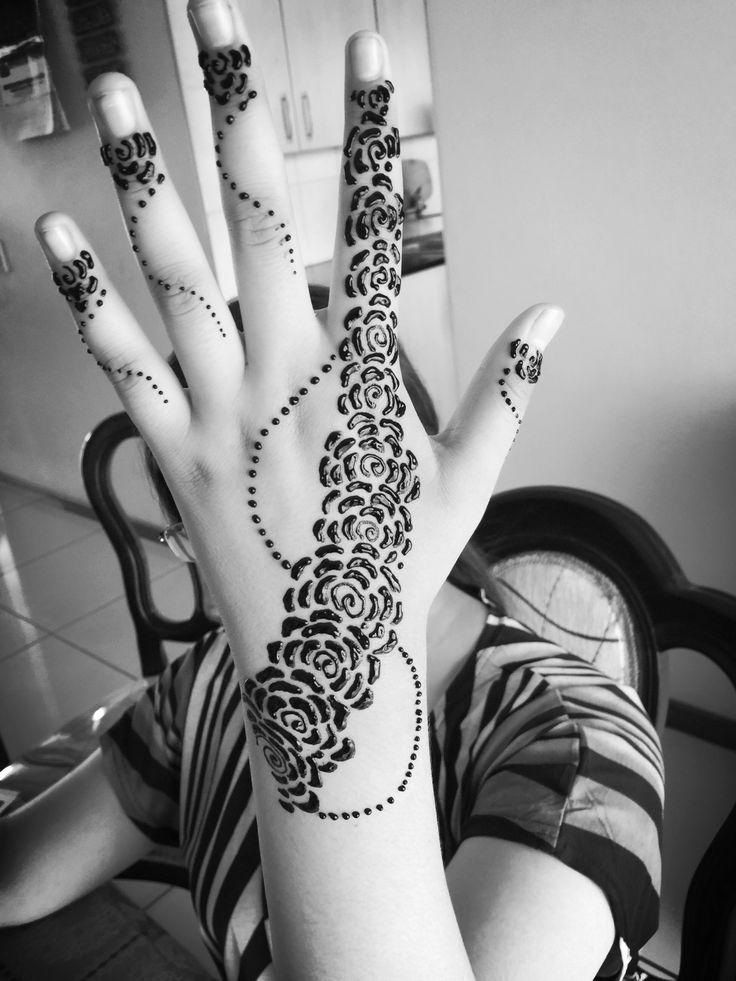 Henna roses
