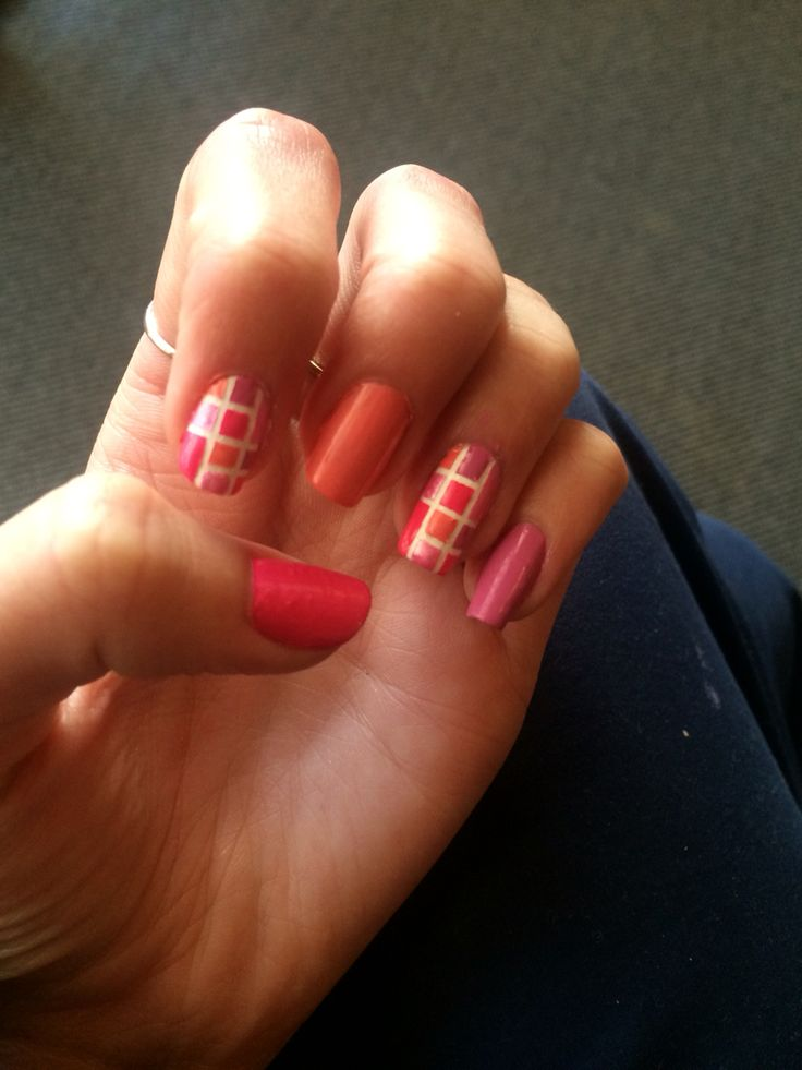 Pink theme, geo nails :D
