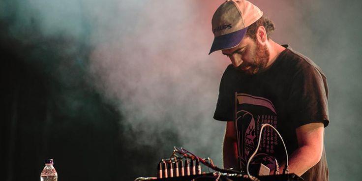 Las Hermanas - Festival Centro 2016. Las Hermanas es el laboratorio de beats de Diego Cuellar, un proyecto de samples que saca de viejos discos de acetat...
