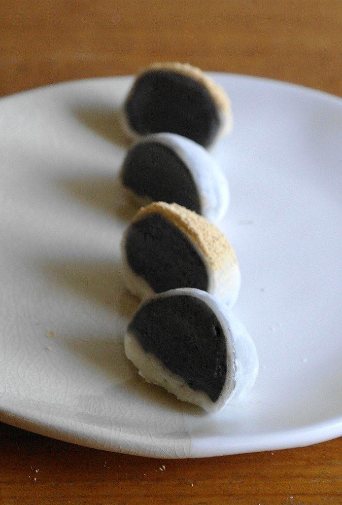 kinako dusted black sesame ice cream mochi in 2020 black sesame ice cream ice cream mochi recipe pinterest