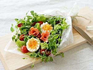 お祝いに♪パーティに♪ 花束に見立てたブーケサラダです。