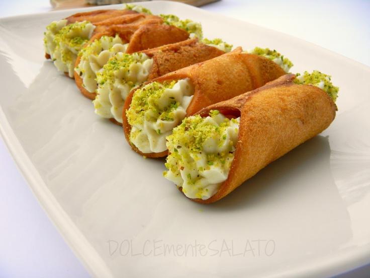 Dolcemente salato: #cannoli con crema di #gorgonzola   Cannoli with gorgonzola mousse