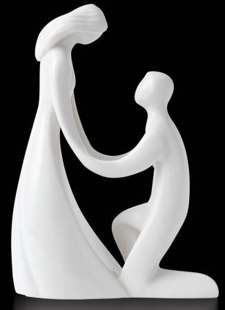 Fin figur der kan bruges som topfigur på bryllupskagen. Lavet af porcelæn fra Circle of Love. Marry me!