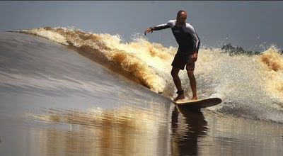 Steve King Cs Berhasil Memecahkan Rekor Dunia Berselancar Terlama di Bono Sungai Kampar