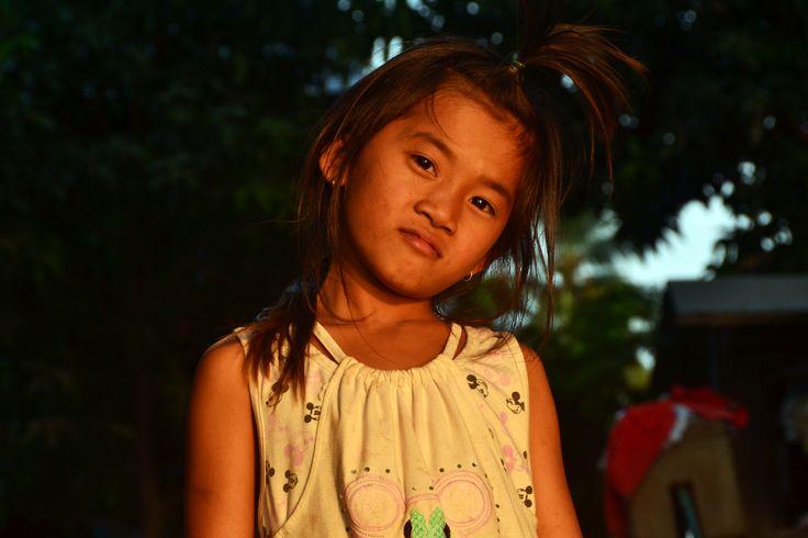 • DORÉS AU SOLEIL  GOLDEN SKINS (3) | Une enfance dorée à la couleur du soleil cambodgien, comme un écho dès le plus jeune âge à la terre rouge du Cambodge.  #Cambodia #Asia #AmicaTravel #children #child #childhood #sunset #portrait #adventure #travel #trip #welivetoexplore #travelling #instatravel #instatravelling #instago #ilovetravel #travelgram #travelphotography #travelpics #traveltheworld #traveldeeper #igtravel #travelblog #travelblogger #wanderlust #postcardsfromtheworld