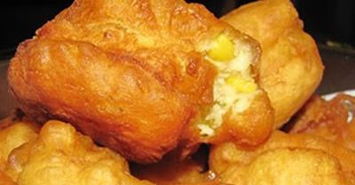Traditional vetkoek is made from yeast bread dough, but this quick and easy vetkoek recipe, you use Self Raising Flour and Baking Powder as the raising agent.