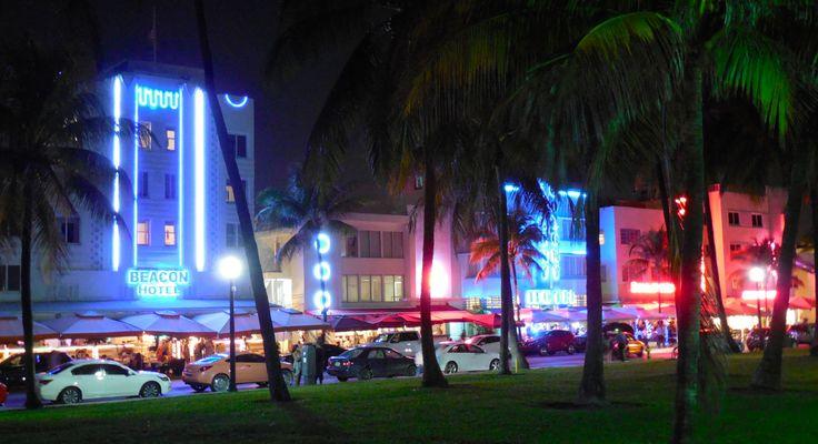 Ocean Drive è la zona di South Beach dove si concentra la vita notturna di Miami Beach