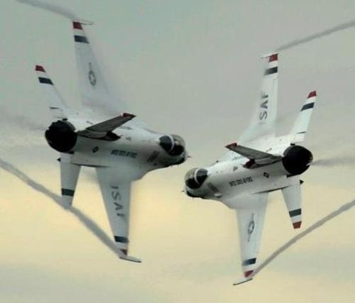 AIR FORCE THUNDER BIRDS  (Please do not try this at home.)