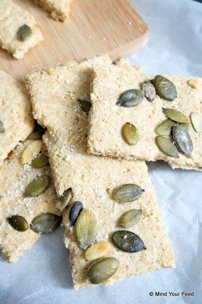 Havermout crackers - Het leuke aan dit recept vind ik dat je eindeloos kunt blijven variëren met kruiden en daardoor steeds een andere cracker of stengel maakt.