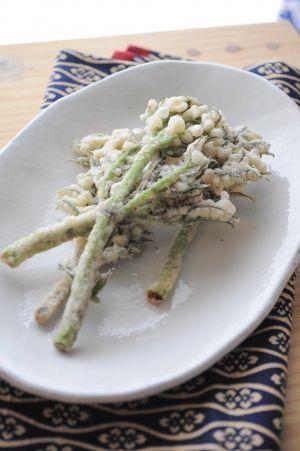 春の香りがたまならい!たらの芽のサクッと天ぷらレシピ5選!|Taspy ... たらの芽の天ぷらおすすめレシピ④:たらの芽のバジル天ぷら