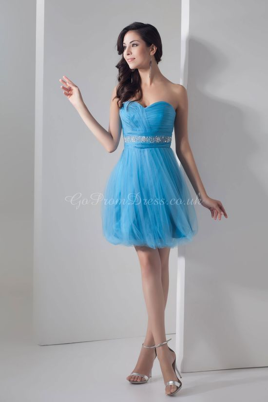 I like the blue and the look of the dress it's very simple for a beach dress