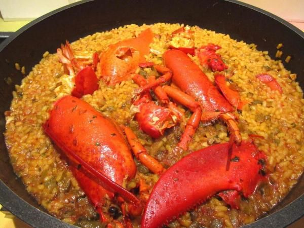 Como fazer arroz de lavagante. Um prato com sabor de mar, único e inconfundível: o arroz de lavagante. Esta suculenta receita não deixa ninguém indiferente, já que este marisco dá um toque único que as fará deliciosas de qualquer m...