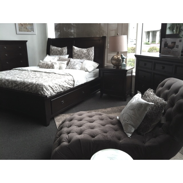 Jerome S Bedroom Set