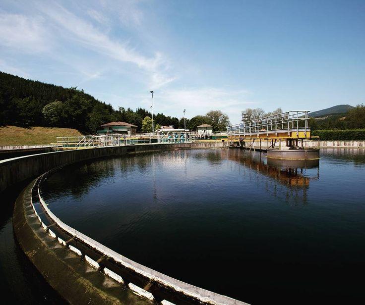 Damos servicio a 55 millones de personas a través de más de 300 plantas de tratamientos residuales. Providing water to 55 million inhabitants through more than 300 wastewater treatment plants.