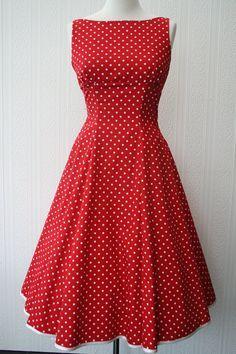 Un favorito personal mío!    50S encantadora inspirado vestido rockabilly  Hecha de algodón rojo con puntos blancos y un recorte de satén