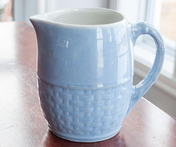 Pichet vintage poterie de Medalta bleu fait au Canada Medicine
