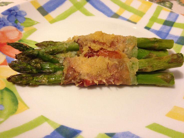 Involtini di asparagi croccanti (ricetta secondo piatto)