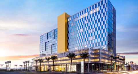 Visit our new hotel in San Diego and enjoy high-tech suites, state-of-the-art fitness facilities and an unbeatable downtown location. Check availability.