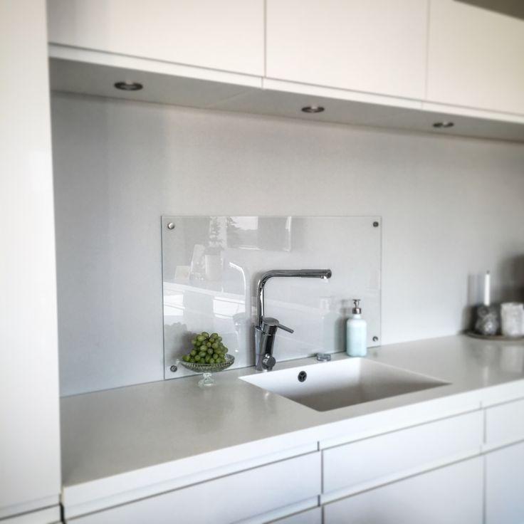 Glass montert over kjøkkenvasken
