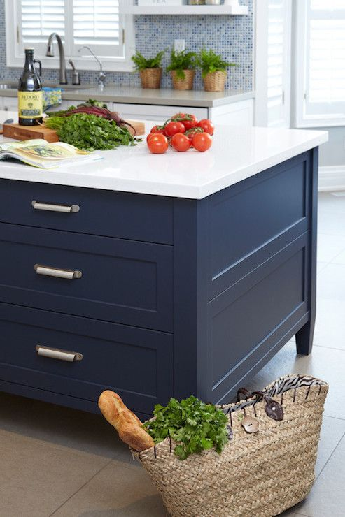 Sealy design kitchens benjamin moore hale navy for Navy blue and white kitchen cabinets
