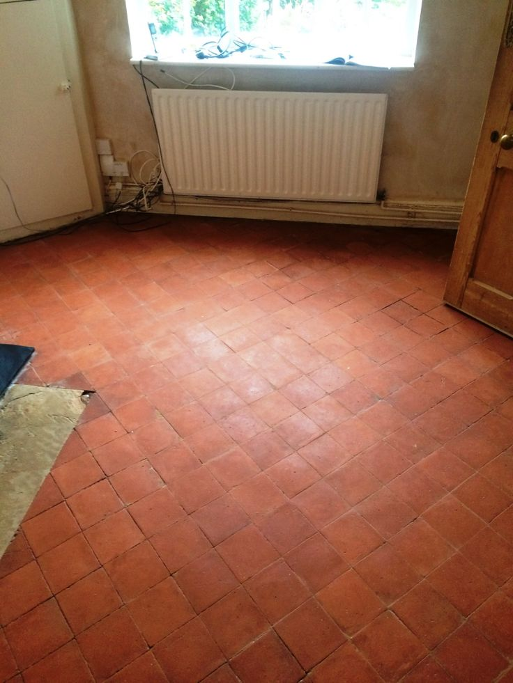 I recently completed a floor in the town of Radcliffe-on-Trent, Nottinghamshire where the owner of an old cottage which dated back to 1875 had lifted up a carpet to discover an original Quarry tiled floor from when the property was first constructed.