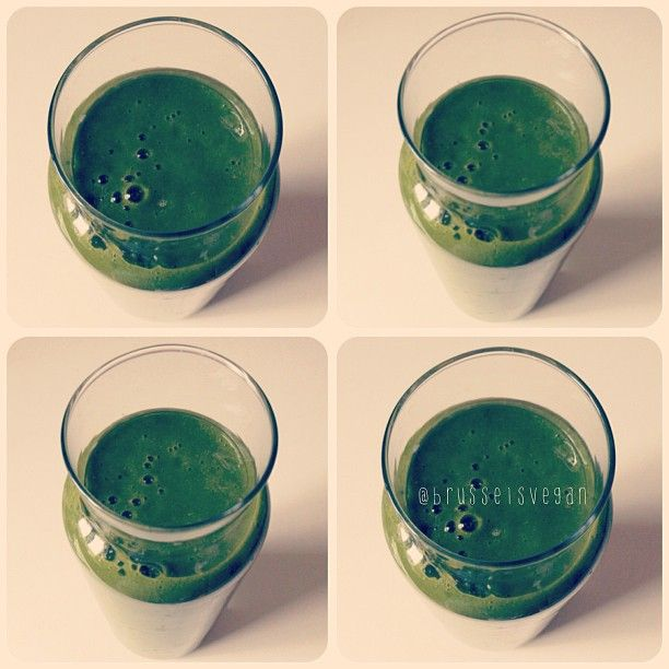 Yummy green smoothie;) (the taste reminded me of Danones Petit Gervais). For about 1L: Blend 2 mangoes, 1 pear, 125g fresh spinach, 125g frozen strawberries, 1tsp coconut sugar  350mL water.  #vegan