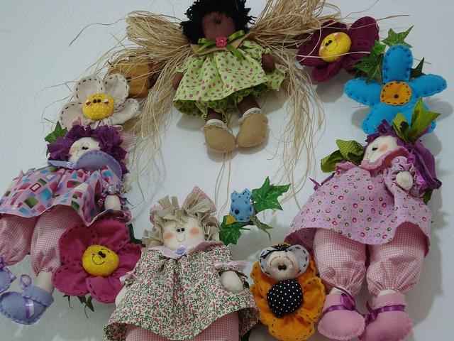 Guirlanda de bonecas by Ellem Tutto a Mano, via Flickr