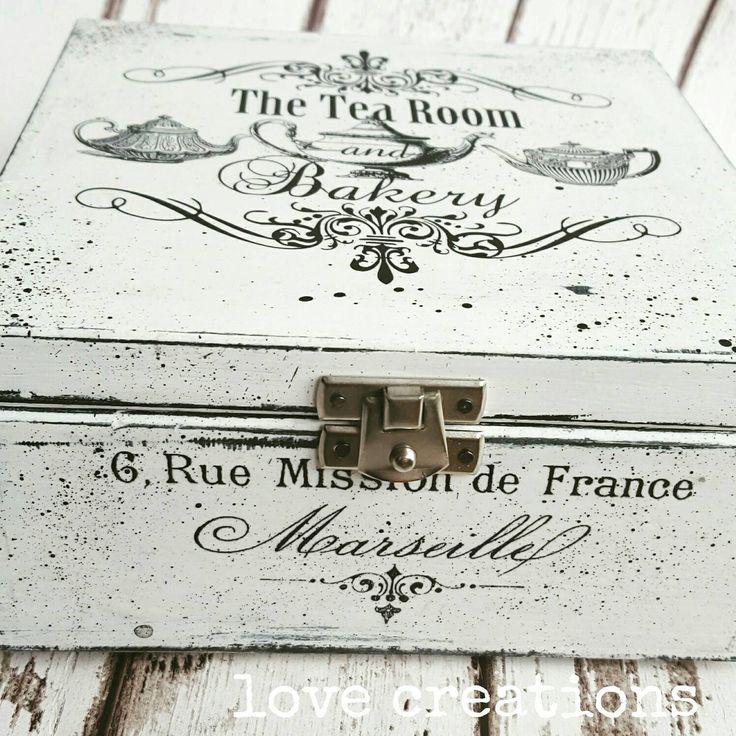 Caja de madera del té Decoupage blanco y negro / caja de galletas / almacenamiento / caja de joyería, baratija shabby chic recuerdo de iLoveCreations en Etsy https://www.etsy.com/es/listing/269926622/caja-de-madera-del-te-decoupage-blanco-y