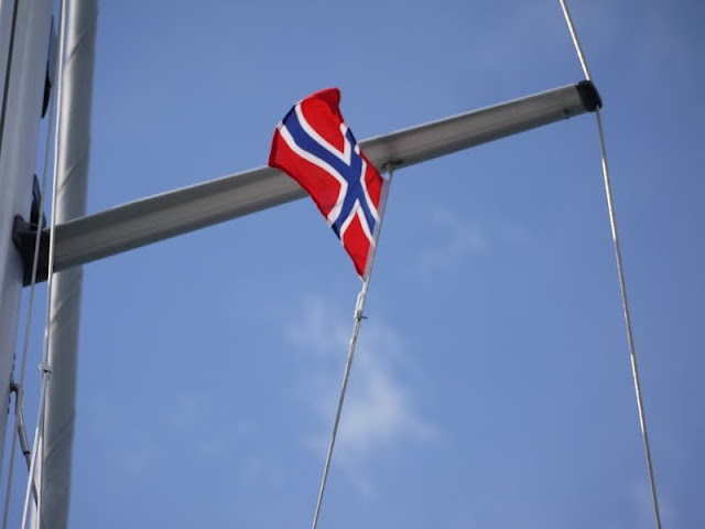 S/Y Dolphin Dance sailing blog   a Finnish Hallberg-Rassy 29 sailing in the Northern Europe: Midsummer in Grimstad