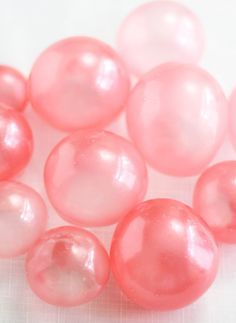 SUPER COOL! How to make Gelatin Bubbles for Cakes & Cupcakes.  Step by step pictures and instructions.
