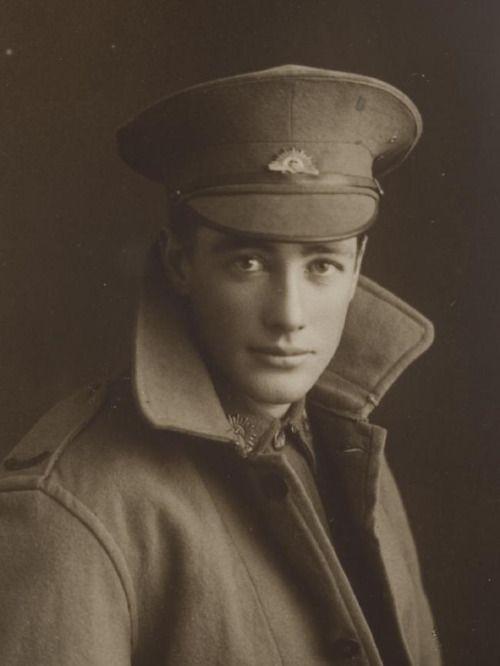 bowlersandhighcollars:  Australian WW1 soldier, Reginald Gardiner. 1918.  The Daily Telegraph