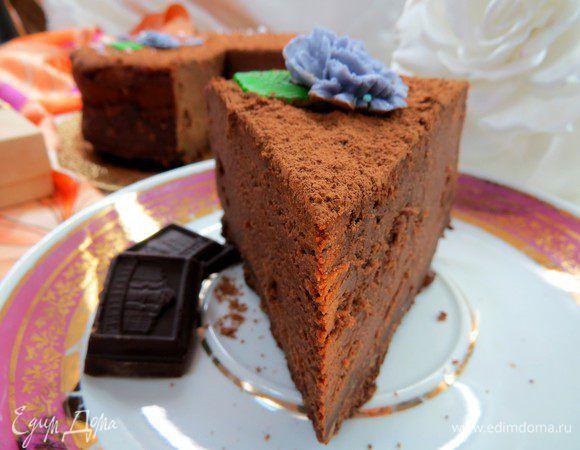 Исключительной вкусноты пирог, полностью оправдывающий свое название. Готовила его уже не раз, вкус и текстура действительно бархатные, шоколадный вкус получается очень благородным. За основу вз...