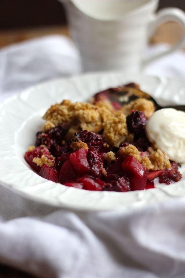 apple and blackberry crumble | Om nom nom nom | Pinterest